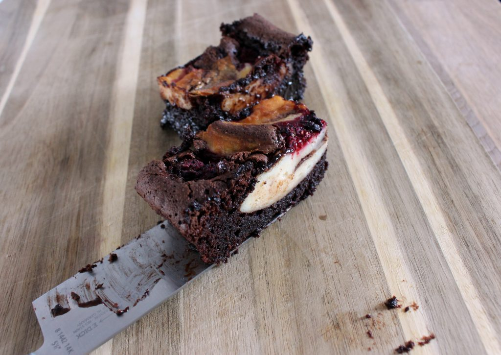 Brownies mit Cheesecake und Himbeeren